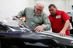 Jeff Horton, INDYCAR Director of Engineering/Safety, installs a windscreen on the 2018 Indy car