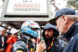 Daniel Ricciardo, Red Bull Racing en race engineer Simon Rennie op de grid