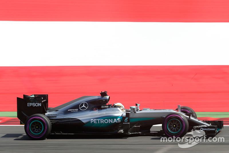 #14: Lewis Hamilton, Mercedes F1 W07 Hybrid, Spielberg 2016: 1:06,228 *