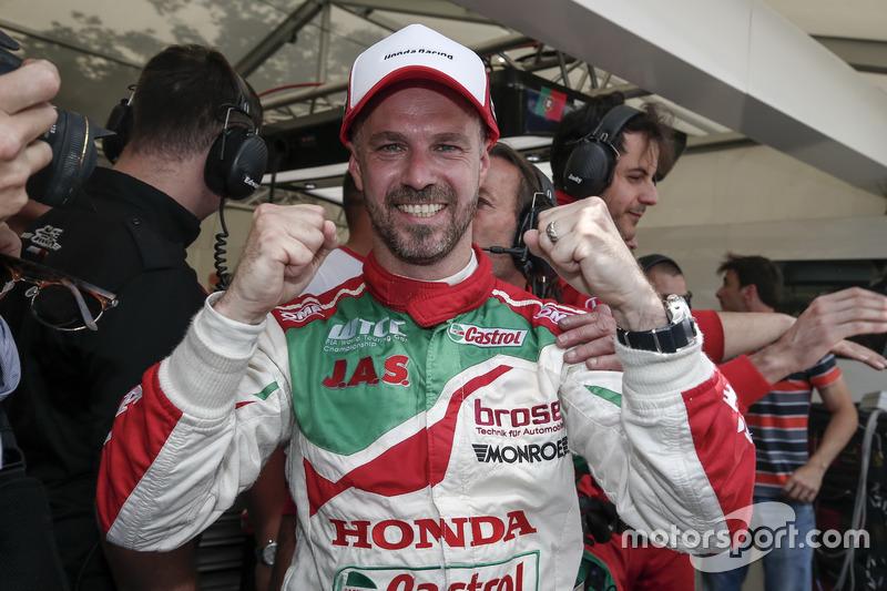 Pole pozisyonu: Tiago Monteiro, Honda Racing Team JAS, Honda Civic WTCC