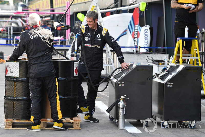 Механіки Renault Sport F1 Team