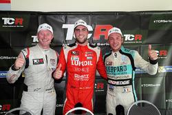 Подіум: переможець Пепе Оріола, Lukoil Craft-Bamboo Racing, друге місце Гордон Шедден, Leopard Racing Team WRT, третє місце Жан-Карл Верне, Leopard Racing Team WRT