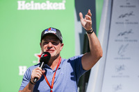 Rubens Barrichello interviews the drivers on the podium