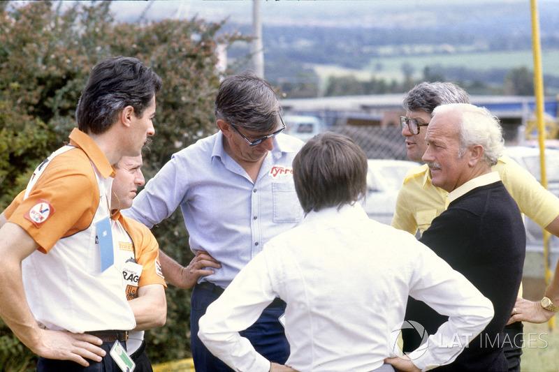 Les directeurs d'écurie discutent de la grève des pilotes: Daniele Audetto, Alan Rees, Ken Tyrrell, Bernie Ecclestone, Peter Warr and et Chapman