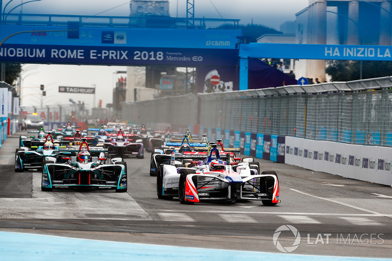 Felix Rosenqvist, Mahindra Racing, Sam Bird, DS Virgin Racing, Mitch Evans, Jaguar Racing, guidano l'ePrix