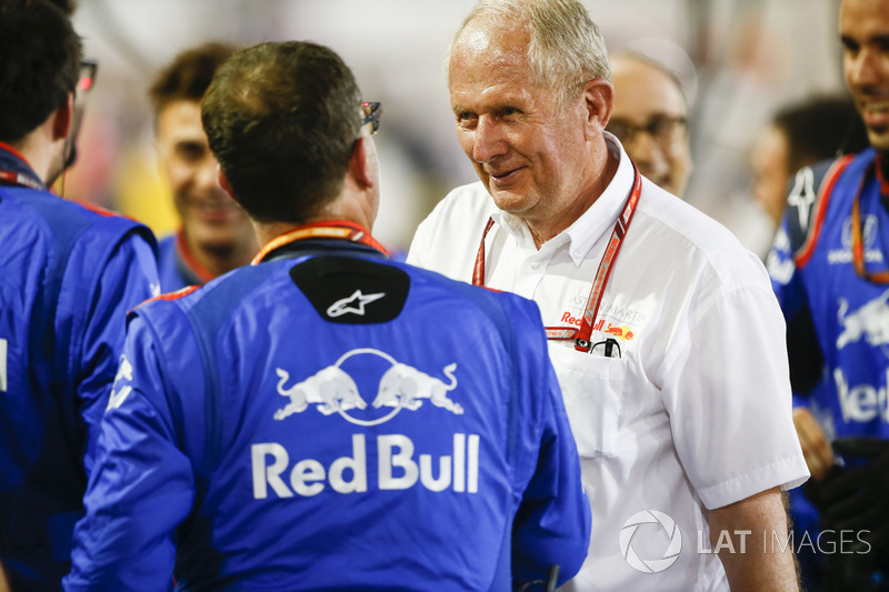 Helmut Markko, Consultant, Red Bull Racing, congratulates the Toro Rosso team on a 4th placed finish with Pierre Gasly, Toro Rosso