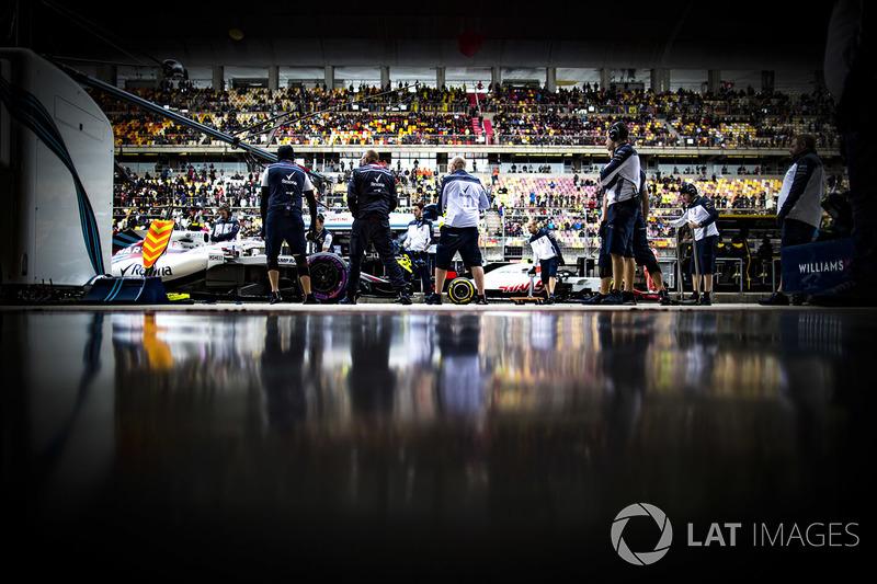 Sergey Sirotkin, Williams FW41 Mercedes, in the pit lane