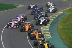 Carlos Sainz Jr., Renault Sport F1 Team R.S. 18 y Fernando Alonso, McLaren MCL33