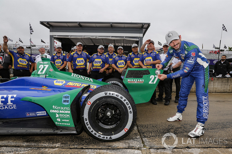 Alexander Rossi, Andretti Autosport Honda celebrates winning the Verizon P1 Pole Award for Race Two