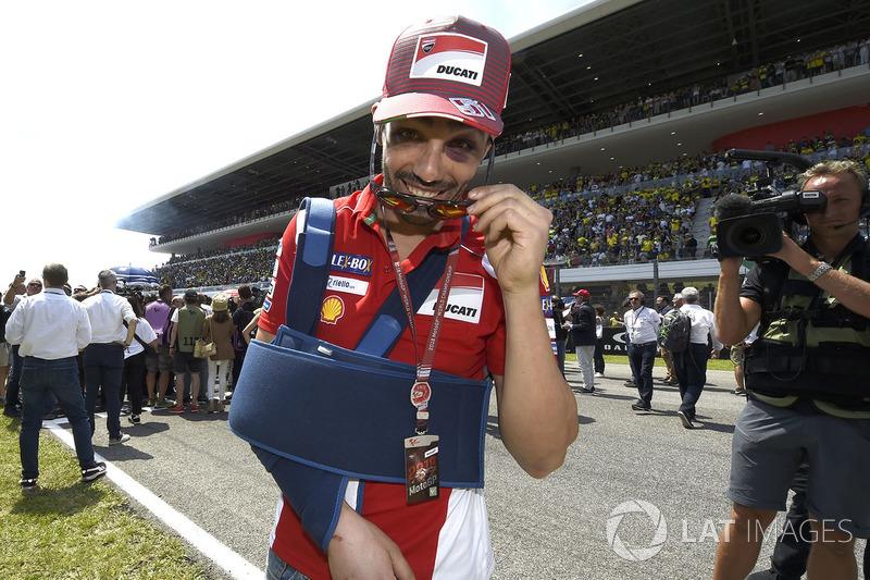 Michele Pirro, Ducati Team después de su caída en la parrilla