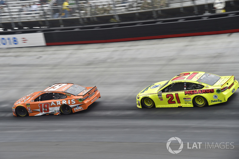 Daniel Suarez, Joe Gibbs Racing, Toyota Camry ARRIS, Paul Menard, Wood Brothers Racing, Ford Fusion Menards / Dutch Boy