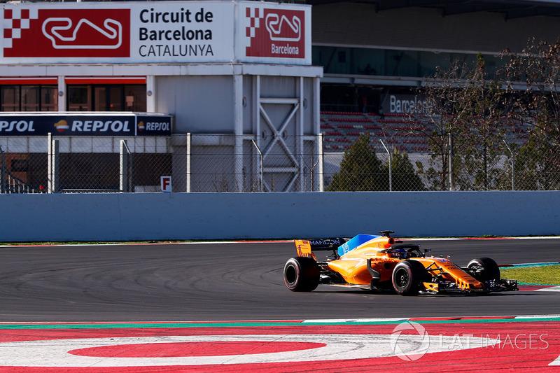 Fernando Alonso viu sua McLaren ter um vazamento de óleo que o fez perder boa parte do dia.