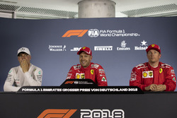Обладатель поула Себастьян Феттель, Ferrari, второе место – Валттери Боттас, Mercedes AMG F1, третье место – Кими Райкконен, Ferrari