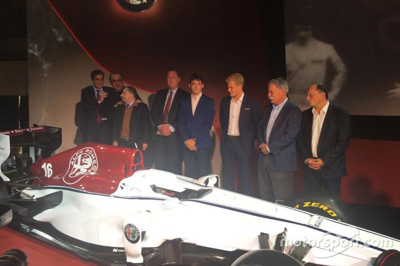 Marcus Ericsson e Charles Leclerc, Sauber, Jean Todt, Presidente FIA, Chase Carey, CEO e Chairman del Formula One Group, Sergio Marchionne, CEO FIAT, Frederic Vasseur, Team Principal Sauber