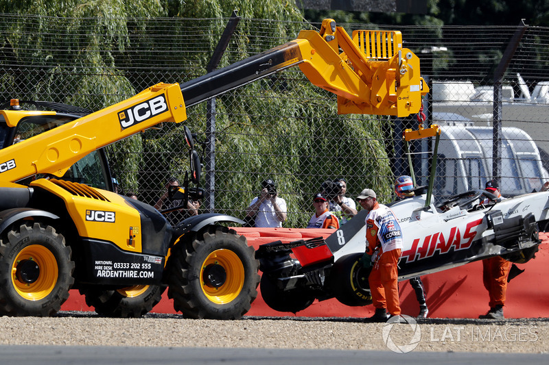 The car of Romain Grosjean, Haas VF-18 is recovered