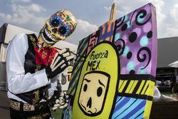 Catrina pintando un cuadro de Fuerza México