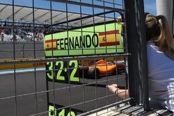 Pit board for Fernando Alonso, McLaren MCL33