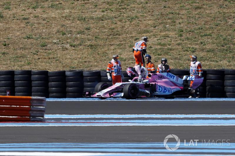 Sergio Perez, Force India VJM11 perd une roue arrière
