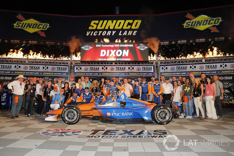 Scott Dixon, Chip Ganassi Racing Honda celebrates in victory lane with guests