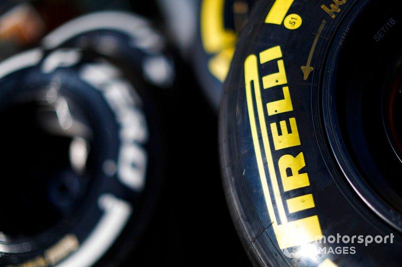 Des pneus Pirelli dans le paddock