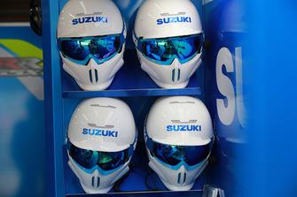 Les casques des mécaniciens Suzuki