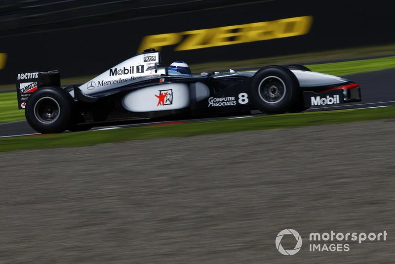 Mika Hakkinen, McLaren MP4-13 lors des Legends F1 30th Anniversary Lap Demonstration