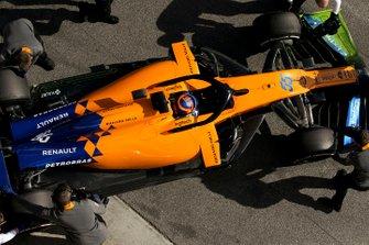 Carlos Sainz Jr., McLaren MCL34, stops in his pit area