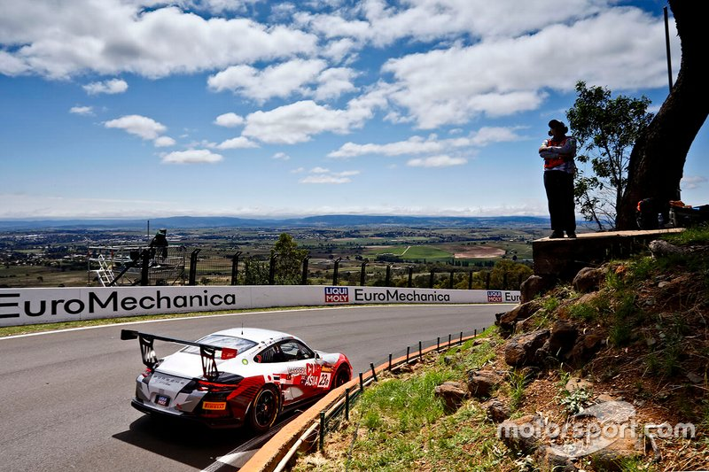 19. #23 Team Carrera Cup Asia Porsche 911 GT3 Cup: Chris Van der Drift, Paul Tresidder, Jinlong Bao, Philip Hamprecht