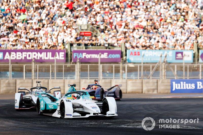 Oliver Turvey, NIO Formula E Team, NIO Sport 004 precede Jose Maria Lopez, GEOX Dragon Racing, Penske EV-3