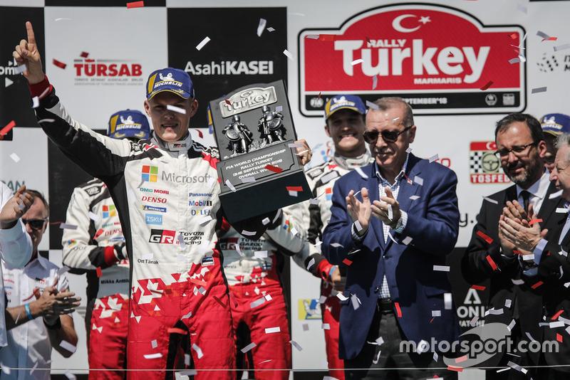 Ganador de la carrera Ott Tänak, Toyota Gazoo Racing, Recep Tayyip Erdoğan, Presidente de Turquía