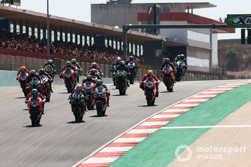 Marco Melandri prend le meilleur départ lors de la Course 1