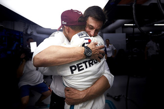 Toto Wolff, Executive Director (Business), Mercedes AMG, and Lewis Hamilton, Mercedes AMG F1, celebrate pole