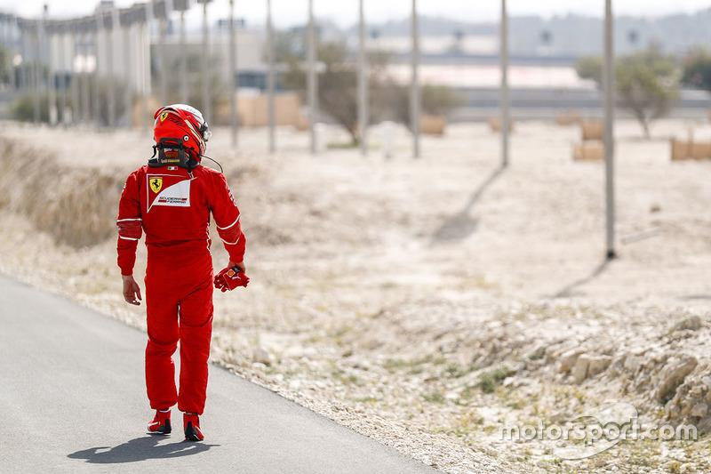 Кімі Райкконен, Ferrari, оглядається на Ferrari