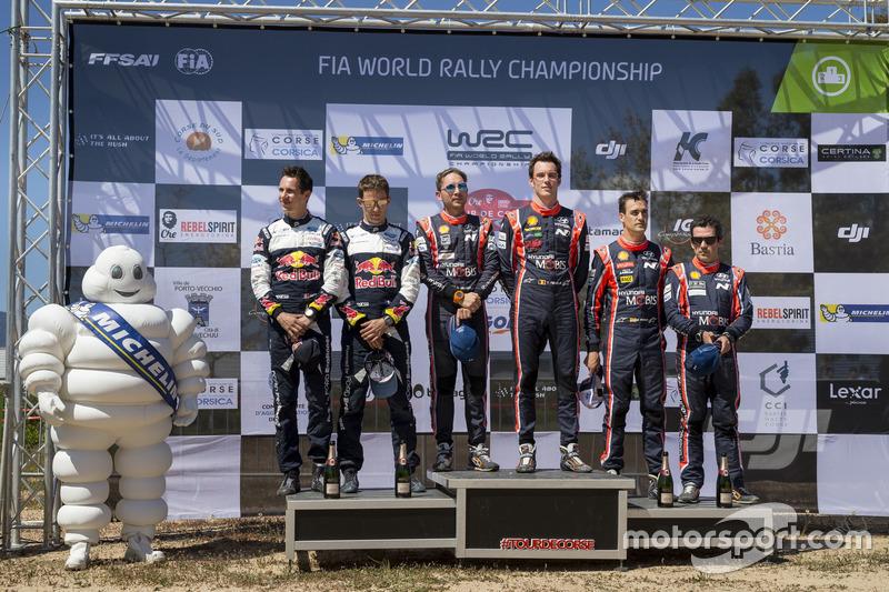 Podio: i vincitori Thierry Neuville, Nicolas Gilsoul, Hyundai i20 Coupe WRC, Hyundai Motorsport, al secondo posto Sébastien Ogier, Julien Ingrassia, M-Sport, Ford Fiesta WRC, al terzo posto Dani Sordo, Marc Marti, Hyundai Motorsport, Hyundai i20 Coupe WRC
