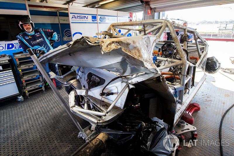 Unfallauto von Todd Hazelwood, Brad Jones Racing Holden