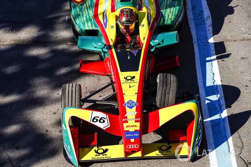 Daniel Abt, ABT Schaeffler Audi Sport, regresa a pits con el coche dañado