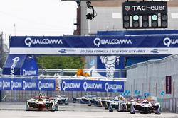Start: Daniel Abt, ABT Schaeffler Audi Sport, Alex Lynn, DS Virgin Racing lead