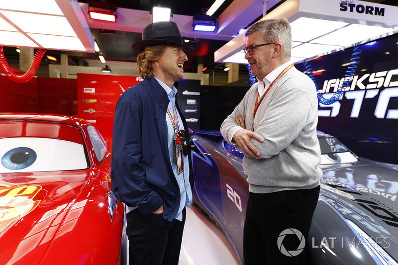 Актор Оуен Вілсон і Росс Браун у промо-гаражі стрічки