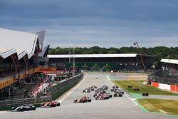 Start: Lewis Hamilton, Mercedes AMG F1 W08, führt