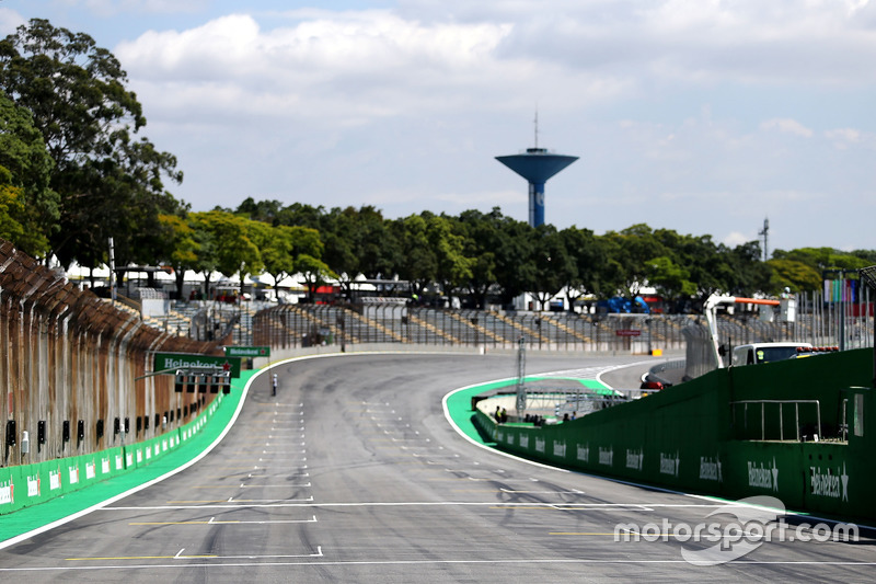 Starting grid, track atmosphere