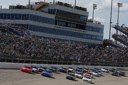 Justin Allgaier, JR Motorsports Chevrolet, Elliott Sadler, JR Motorsports Chevrolet lead the field on a restart