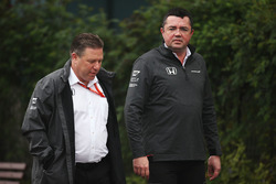 Zak Brown, Direttore Esecutivo, McLaren Technology Group, Eric Boullier, Racing Director, McLaren
