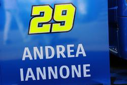Un logo d'Andrea Iannone, Team Suzuki MotoGP