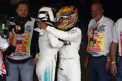 Le vainqueur Valtteri Bottas, Mercedes AMG F1, Lewis Hamilton, Mercedes AMG F1