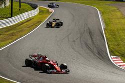 Sebastian Vettel, Ferrari SF70H, Jolyon Palmer, Renault Sport F1 Team RS17