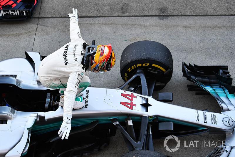 Lewis Hamilton, Mercedes-Benz F1 W08 festeggia nel parco chiuso