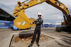 Helio Castroneves, Team Penske Chevrolet breaks ground on new Phoenix Raceway works