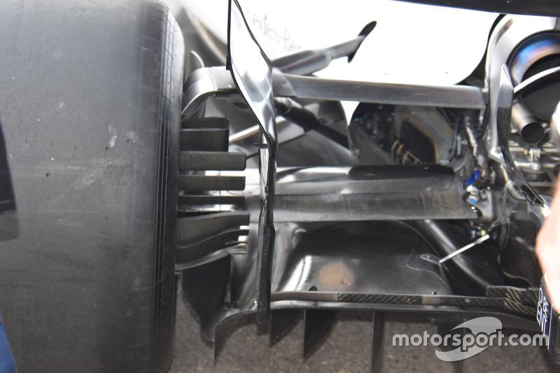 Williams FW 40, arka süspansiyon