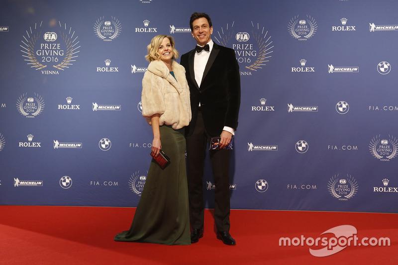 Тото Вольфф, акціонер та виконавчий директор Mercedes AMG F1 та його жінка Сьюзі Вольфф