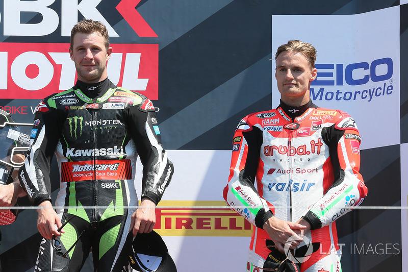 Le vainqueur Jonathan Rea, Kawasaki Racing, et le troisième Chaz Davies, Ducati Team